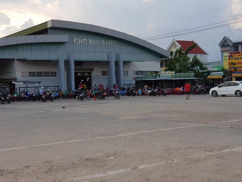 Chợ Bàu Bàng ngay bên trong khu đô thị.