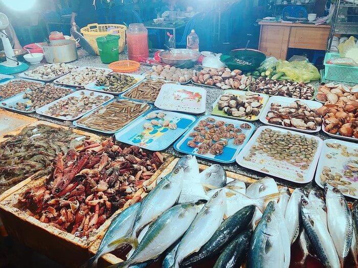 Chợ hải sản Hồ Tràm