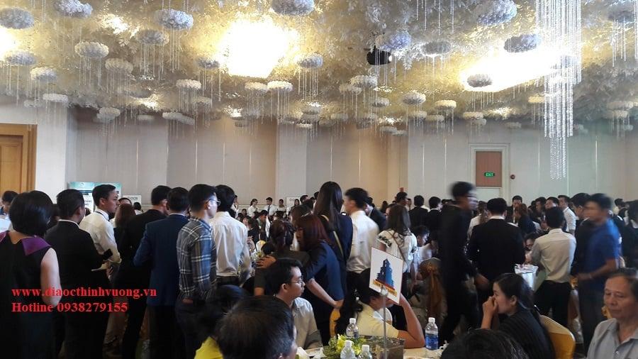 Khách hàng tham gia sự kiện công bố căn hộ Topaz Elite