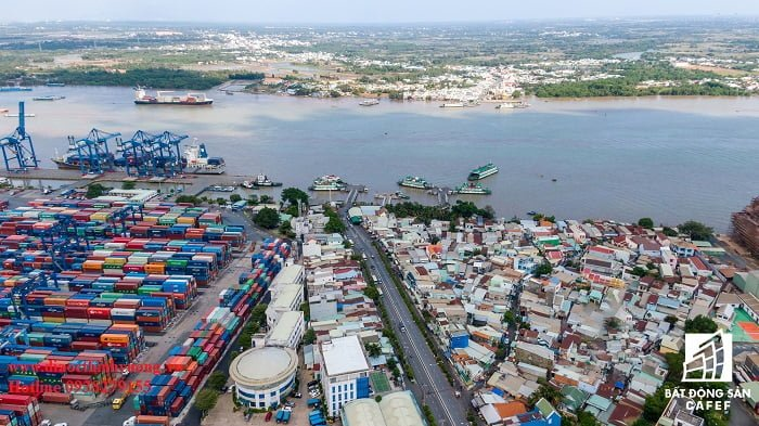 Sự quá tải ở cảng Cát Lái là điều thường xuyên bắt gặp