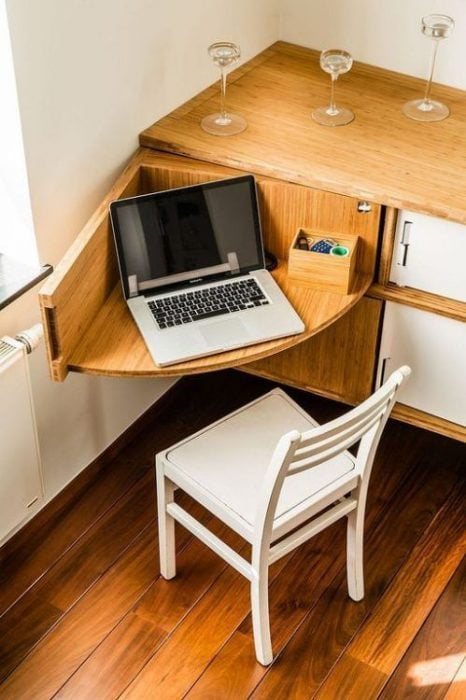 Thiết kế bàn để máy tính ẩn trong ngôi nhà nhỏ
