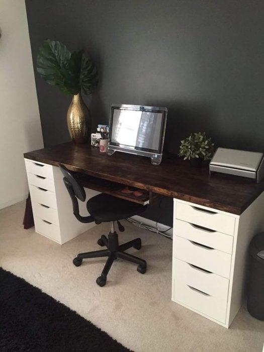 Thiết kế bàn để máy tính cho họa sĩ