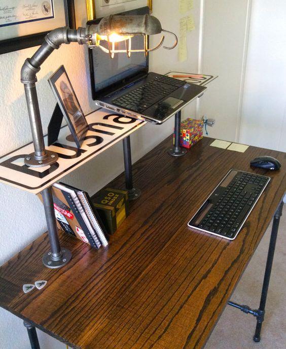 Thiết kế bàn để máy tình kiểu công nghiệp