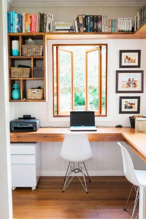 Thiết kế bàn để máy tính theo kiểu đơn giản nhưng tinh tế