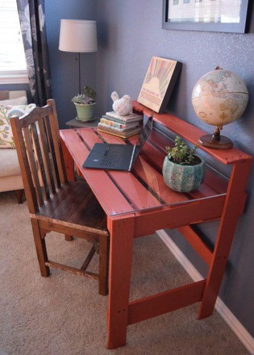 Thiết kế bàn để máy tính bằng gỗ đơn giản