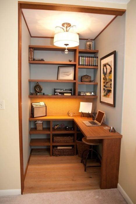 Thiết kế bàn để máy tính trong hốc tường