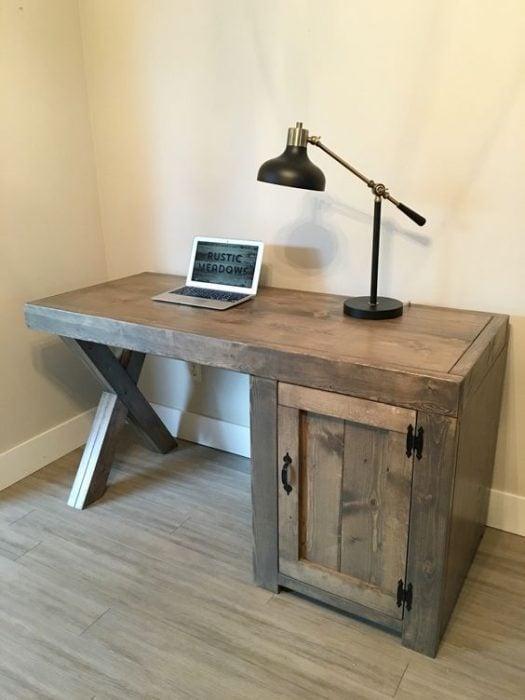 Thiết kế bàn để máy tính nhỏ mộc mạc