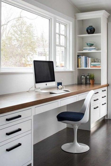 Thiết kế bàn để máy tính sáng bóng cho văn phòng tại nhà