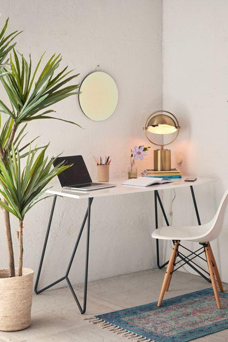 Thiết kế bàn để máy tính tinh tế tối giản