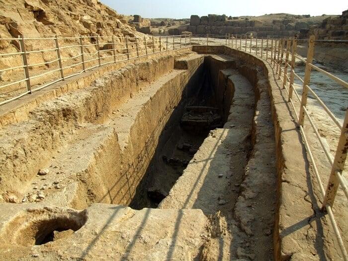 """Một """"hố thuyền"""" ở Giza"""
