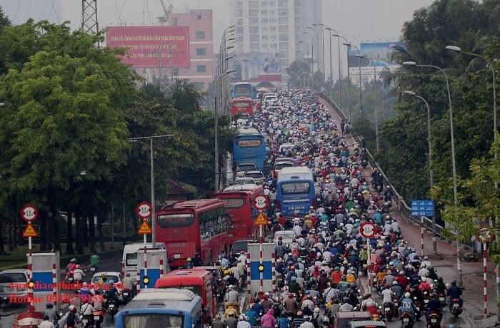 Kẹt xe xung quanh Bến Xe Miền Đông nghiêm trọng