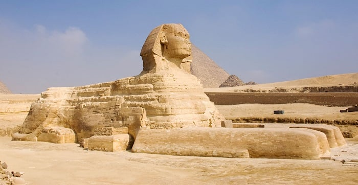 Tượng Nhân sư nằm cạnh kim tự tháp Giza