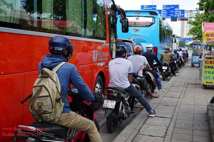 Kẹt xe hàng dài trên đường Mai Chí Thọ tại nút giao thông An Phú