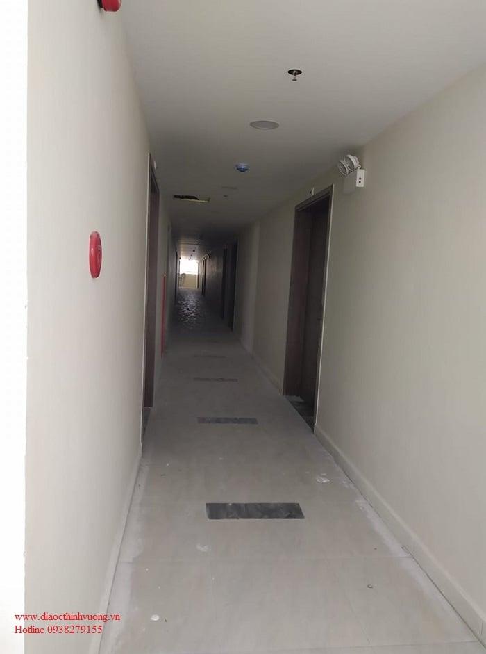Hình ảnh hành lang đang hoàn thiện bên trong Citrine Apartment