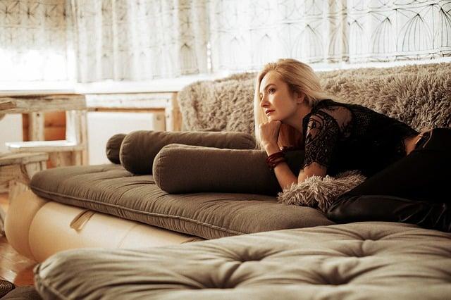 Sofa giường là nơi giúp bạn nghỉ ngơi tiện nghi