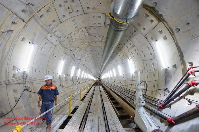 Hình ảnh bên trong đoạn đi ngầm của tuyến Metro số 1