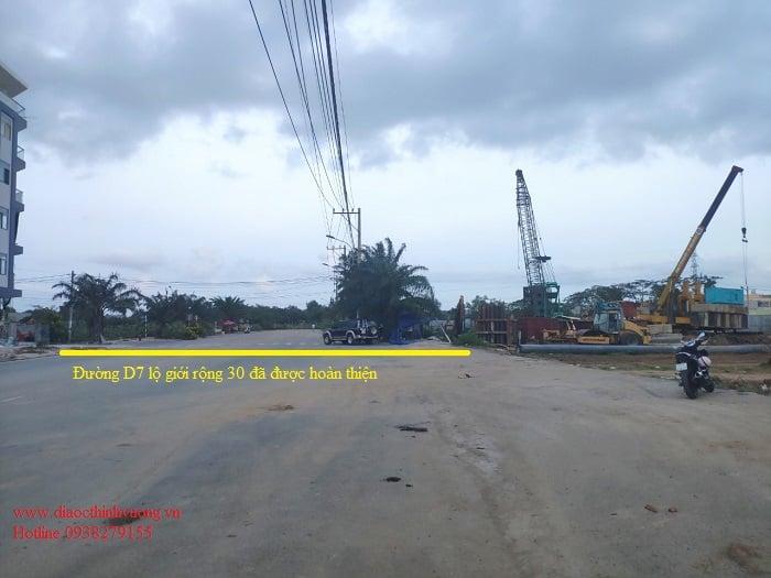 Đường D7 lộ giới 30 m đã được hoàn thiện trước dự án.