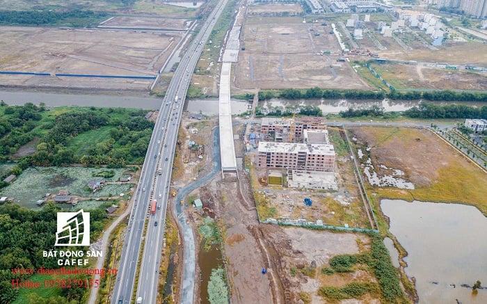Tiến độ đường song hành Cao Tốc cũng gần xong.