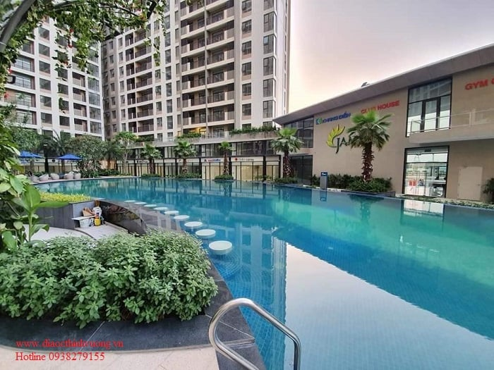 Hồ bơi thực tế cực đẹp của Jamila được bàn giao ngay khi bàn giao căn hộ
