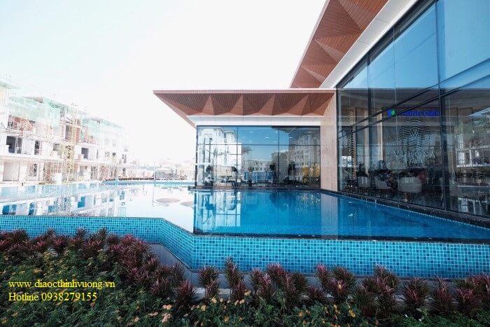 Hồ bơi tại Verosa Khang Điền