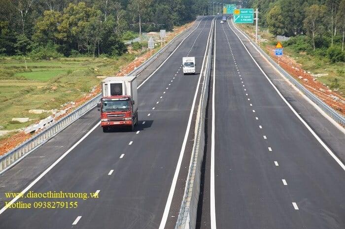 Khi hoàn thiện 2 giai đoạn thì cao tốc TP HCM Mộc Bài có 6 làn xe chạy với 80 - 120km/h