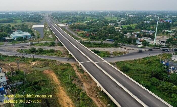 Cao tốc tại nút giao với Quốc Lộ 1A huyên Bình Chánh
