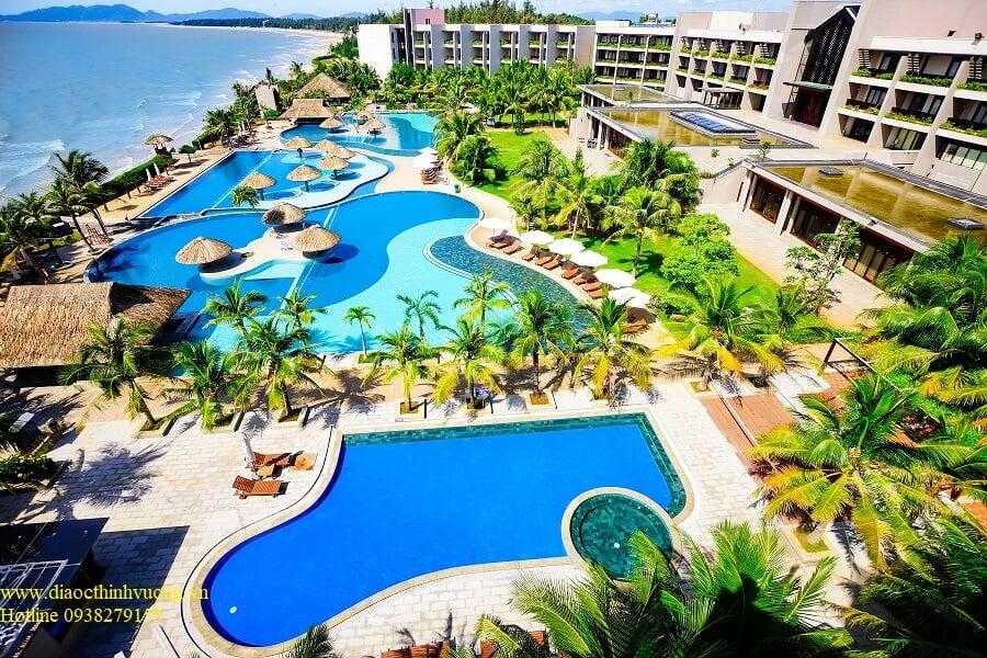 Resort Vietsov Petro cách dự án Hồ Tràm Complex chỉ 3 phút.đi bộ.