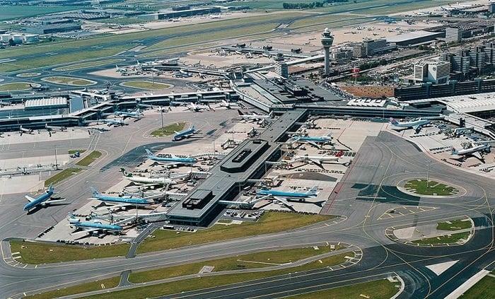 Sân bay Amsterdam Schiphol phục vụ lượt khách khổng lồ hàng năm
