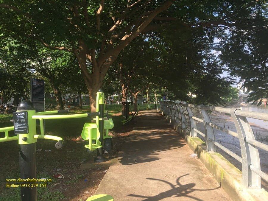 Công viên ven sông cách The Sun Avenue khoảng 100m
