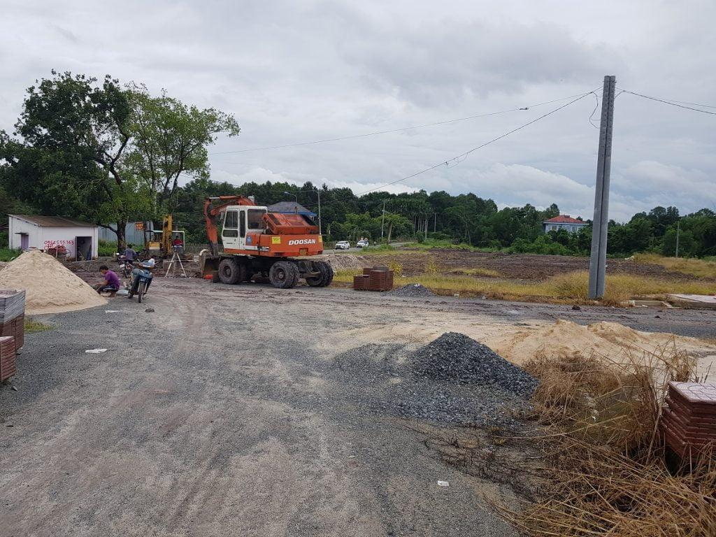 Hình ảnh  máy móc thi công tại dự án Đất Nền Long Thành ngay UBND xã Lộc An