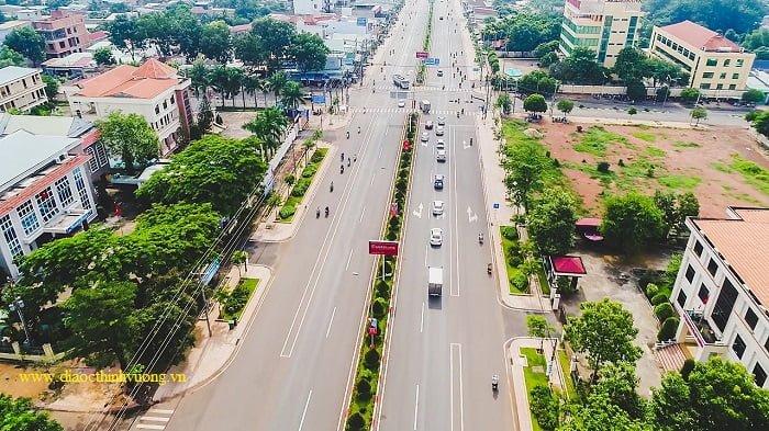 Quốc lộ 14 với hàng loạt các cơ quan Nhà Nước quan trọng nhất Đồng Xoài cũng như Bình Phước