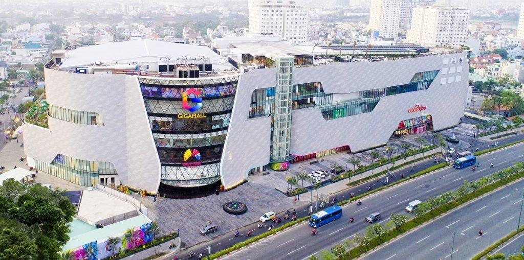 Trung tâm thương mại Giga Mall trên đường Phạm Văn Đồng
