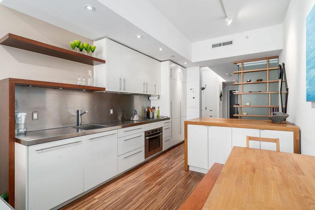 Không gian nhà bếp chung cư luôn phải đảm bảo sự sạch sẽ và ngăn nắp
