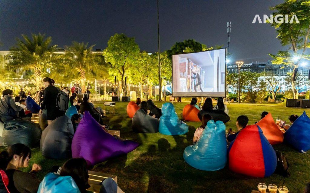 Khu vực chiếu phim ngoài trời dành cho cư dân