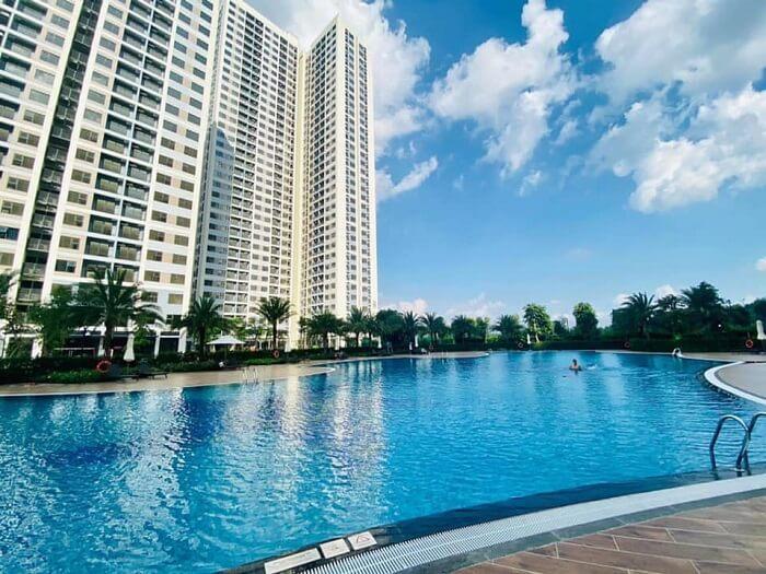 Khách thuê căn hộ Vinhomes Quận 9 được sử dụng hồ bơi miễn phí