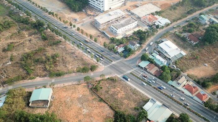 Đoạn ngã tư giữa ĐX 082 và Mỹ Phước Tân Vạn ngay dự án bệnh viện 1500 giường