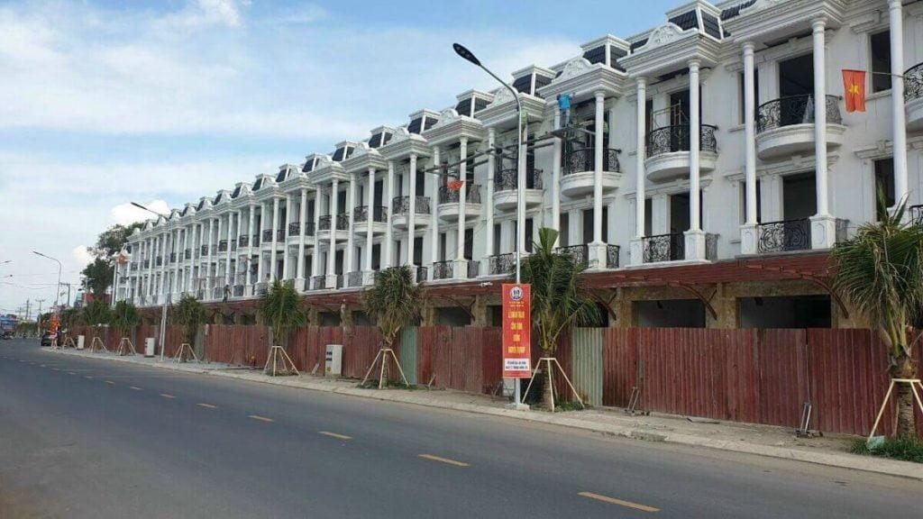 Dãy mặt tiền đường Nguyễn Thị Khắp