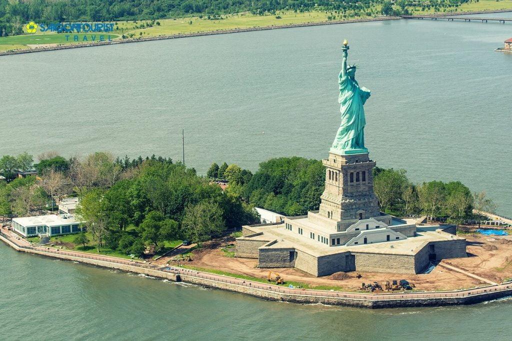 Khu công viên xung quanh tượng Nữ Thần Tự Do tại Hoa Kỳ