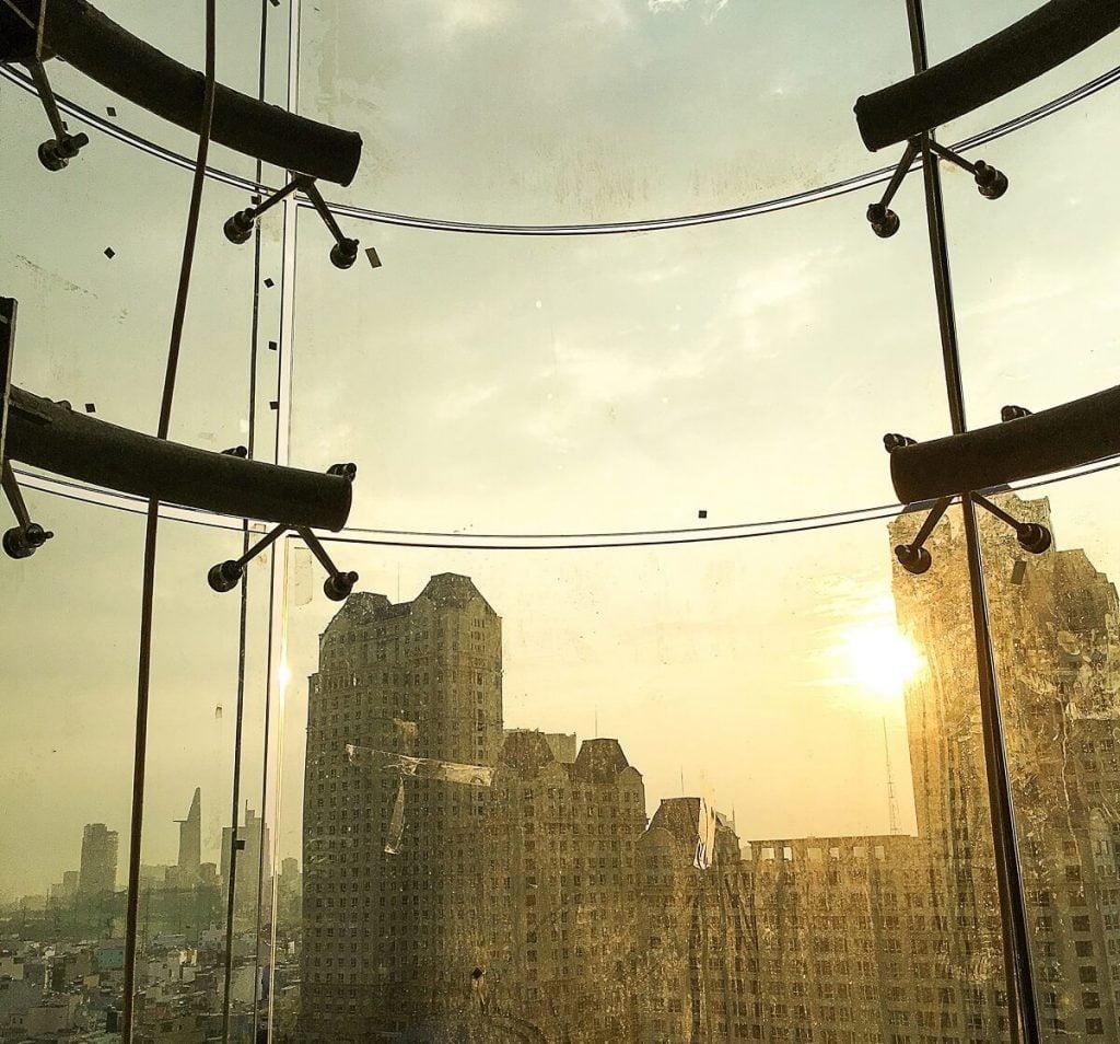 Một hướng view từ thang máy Panorama của Landmark Plus