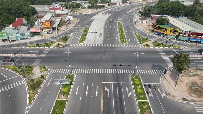 Điểm cuối tại cổng Khu đô thị Bàu Bàng