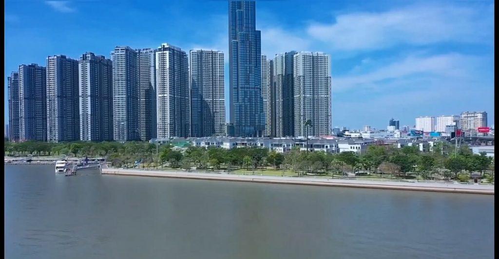 Bờ sông Sài Gòn đoạn qua công viên Vinhomes Tân Cảng